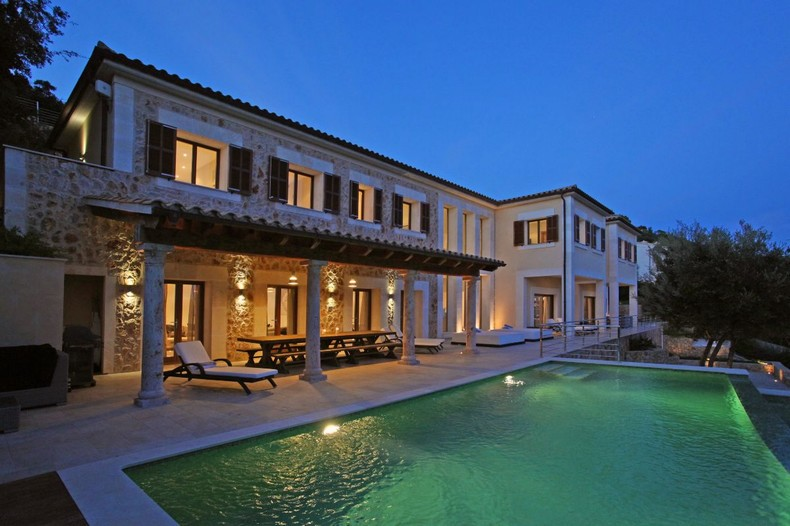 A spectacular façade!