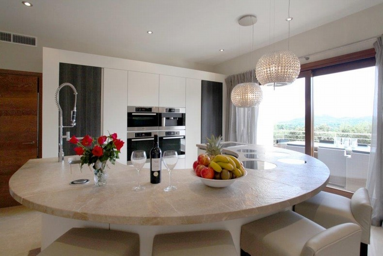 Feature kitchen with incredible views!