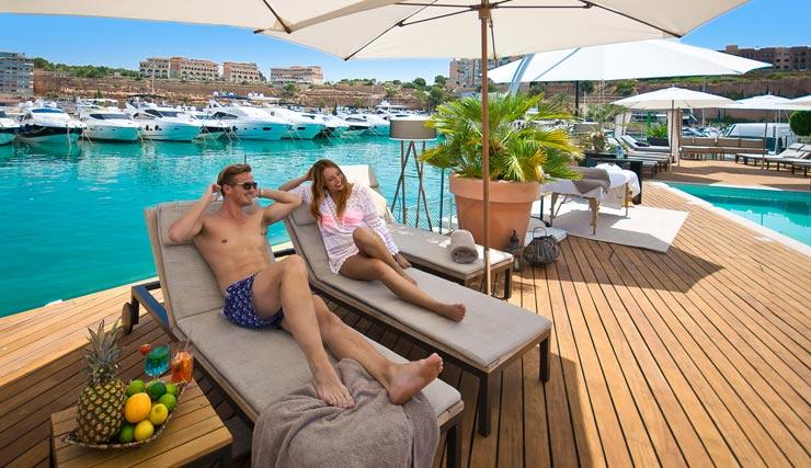 Coast pool strand bar Mallorca-port-adriano