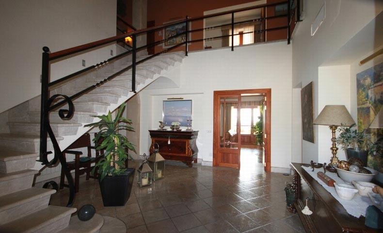Finca for sale in Binissalem – impressive entrance hallway