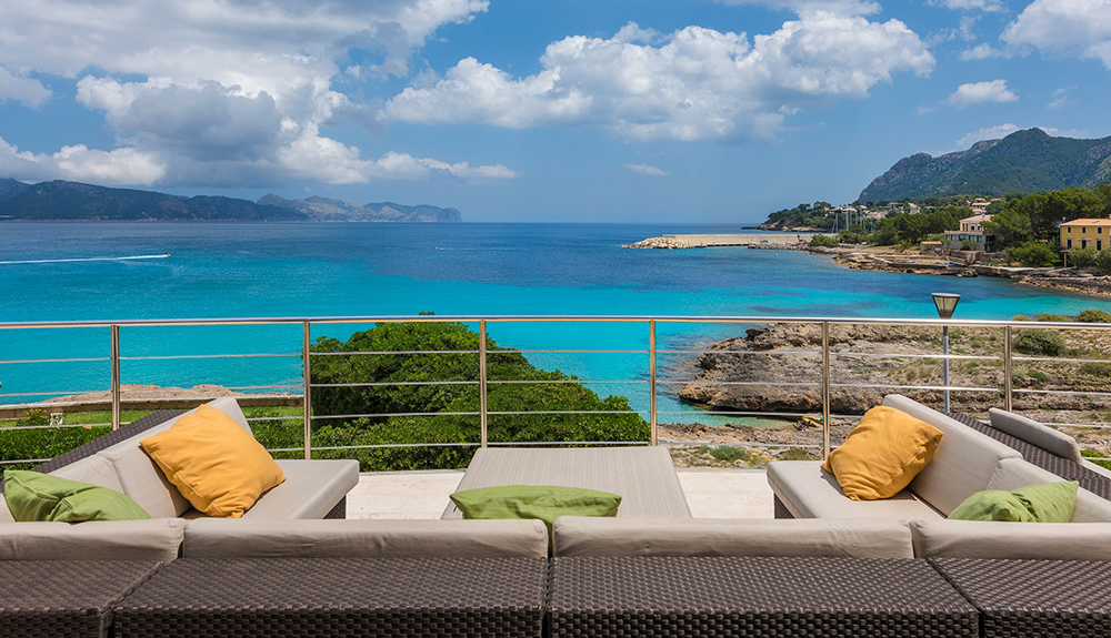 Frontline villas north Mallorca