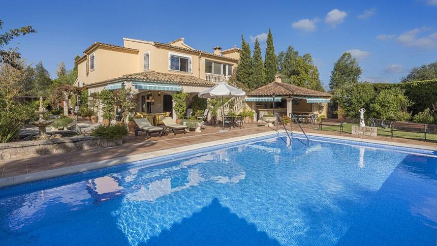 Luxurious villa nestling in Pollensa's stunning countryside