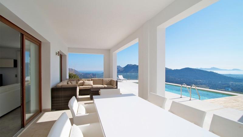 Morning sun at this modern villa in Pollensa's best Address