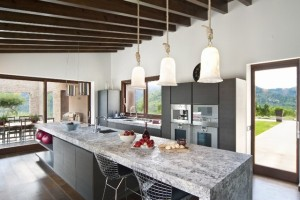 Top quality fitted kitchen with luxury applicances