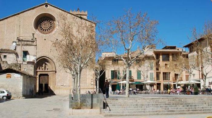 Plaza Mayor Pollensa Mallorca