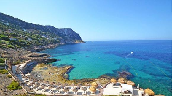 Pretty Cala Llamp with sea view villas for sale