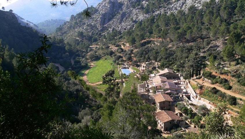 traditional-farmhouse-finca-mallorcan-villageo-puigpunyent