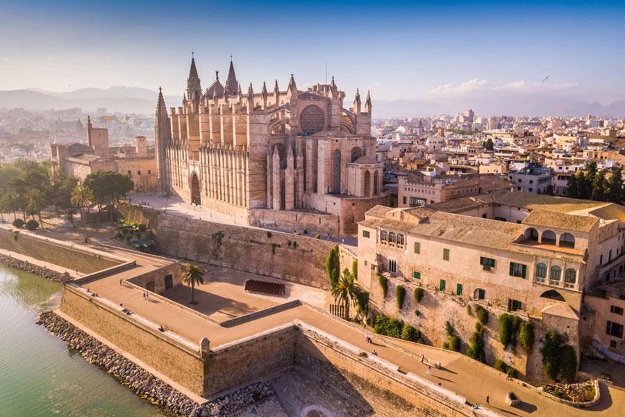 reasons people buy property in Palma de Mallorca