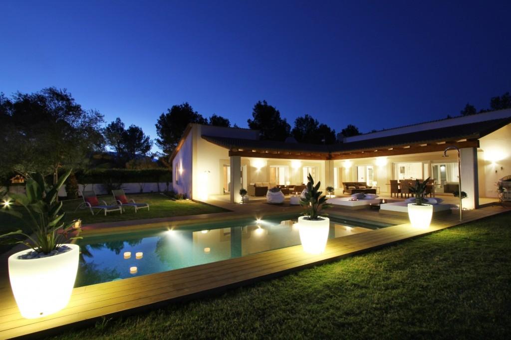 Superbly appointed modern villa