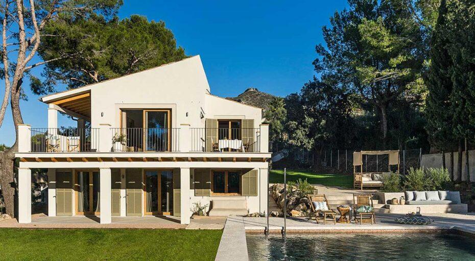 designed sea-view villa