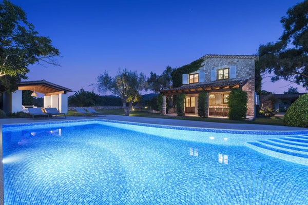 Finca Can Puig is a fully renovated 4 bedroom country villa