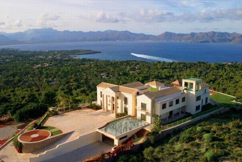 Luxury villa in Mallorca with private helipad