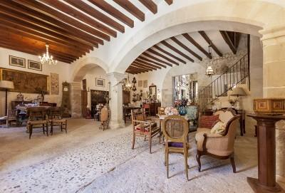 Stately town house for sale in Selva, Mallorca