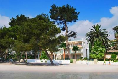 Real Estate Mallorca: modern beachfront house located at one of the beach beached of mallorca