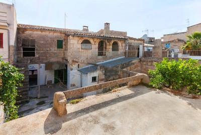 Town house to reform for sale in Muro, Mallorca