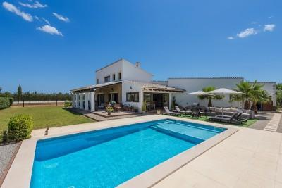 Beautiful finca for sale with pool and horse riding areas in Binissalem, Mallorca