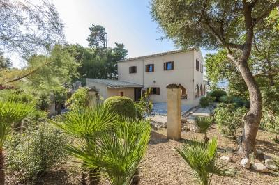 Romantic villa with sea views for sale on the coast of Bonaire-Alcudia, Mallorca