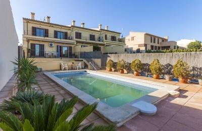 Semi-detached house with pool for sale in Campanet, Mallorca