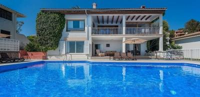 Frontline villa with holiday rental license for sale in Alcanada, Alcúdia, Mallorca