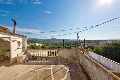 Huge townhouse with excellent prospects for sale in the centre of Campanet, Mallorca