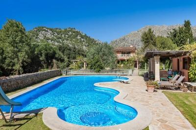 Idyllic country house with pool and garden for sale near Pollensa, Mallorca