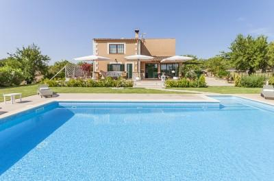 Country property with holiday rental license for sale near Selva, Mallorca