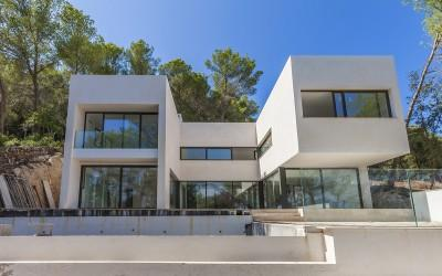 Designer house for sale in unique location, best opportunity in the north of Mallorca