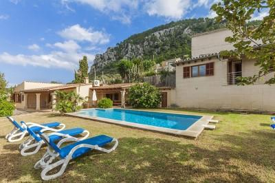 Villa with holiday rental license for sale in Pollensa, Mallorca