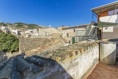 Duplex house to reform very close to the town center for sale in Pollensa, Mallorca