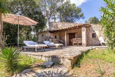 Large plot with small house and preliminary project for sale in Pollensa, Mallorca