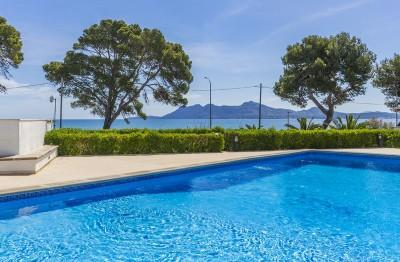 First floor apartment in a great location for sale just off the beach in Puerto Pollensa, Mallorca