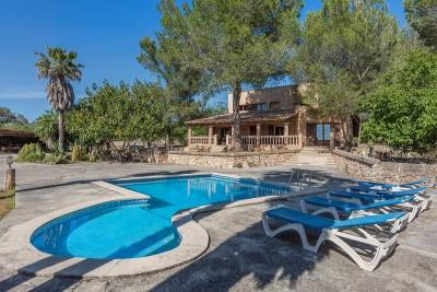Charming rustic finca with pool for sale in Muro, Mallorca