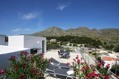 Newly built penthouse apartment with sea views for sale in Cala San Vicente, Mallorca