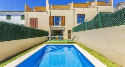 Impressive triplex townhouse with swimming pool and ETV licence for sale in Campanet
