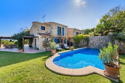 Stone-clad country house with stunning views in Es Capdella, Calviá, Mallorca
