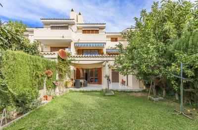 Ground floor apartment with private garden for sale in Puerto Pollensa, Mallorca
