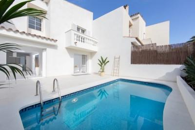 Gorgeous townhouse with pool for sale in Old Bendinat, Mallorca