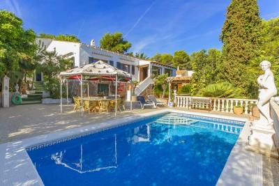 Spanish villa with two guest apartments, sea views, for sale near Font de Sa Cala, Mallorca