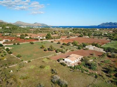 Plot with project for a villa with pool for sale in Pollensa, Mallorca