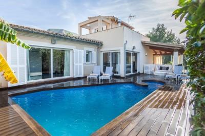 Excellent villa with pool for sale in the exclusive residential area of Bonaire, Alcudia, Mallorca