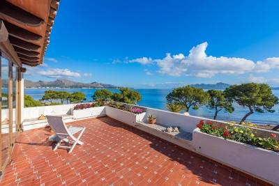 Frontline duplex apartment with communal pool for sale in Puerto Pollensa, Mallorca