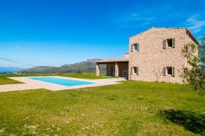 Country villa for sale with scenic views, for sale in Arta, Mallorca