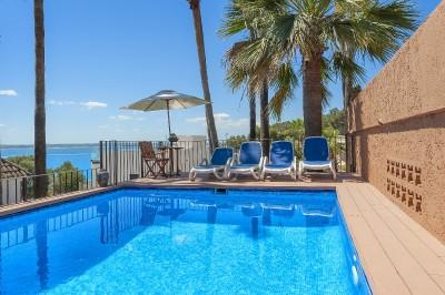 Detached villa in Mallorca with pool and sea views near the famous Golf Course in Alcanada