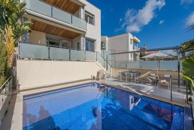 Modern, sea view villa with ETV for sale near the golf club in Alcanada, Alcúdia, Mallorca