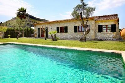 Stone-clad country house for sale between Alcudia and Pollensa, Mallorca