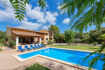 Attractive villa with heated pool for sale near Pollensa, Mallorca
