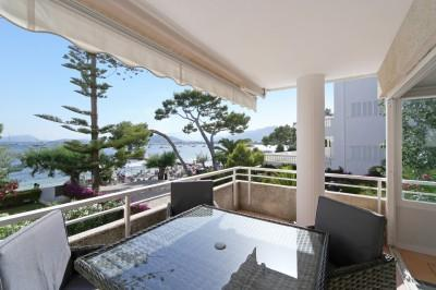 Immaculate frontline beach apartment for sale on the renowned Pine Walk in Puerto Pollensa, Mallorca