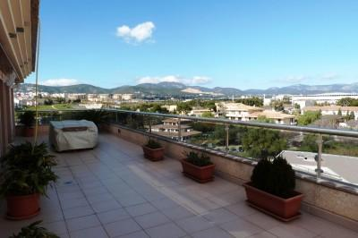 Luxury duplex penthouse with large terraces and panoramic views of the mountains and the city of Palma