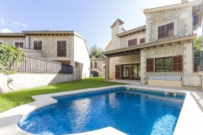 Idyllic chalet with pool and guest house in Puigpunyent, Mallorca