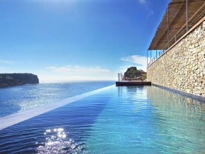 Infinity pool with sea views